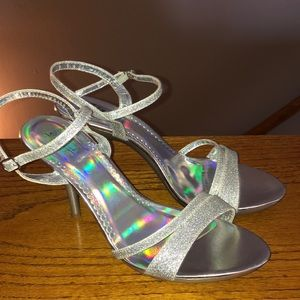 Sizzle by Coloriffics HOLOGRAM silver heels